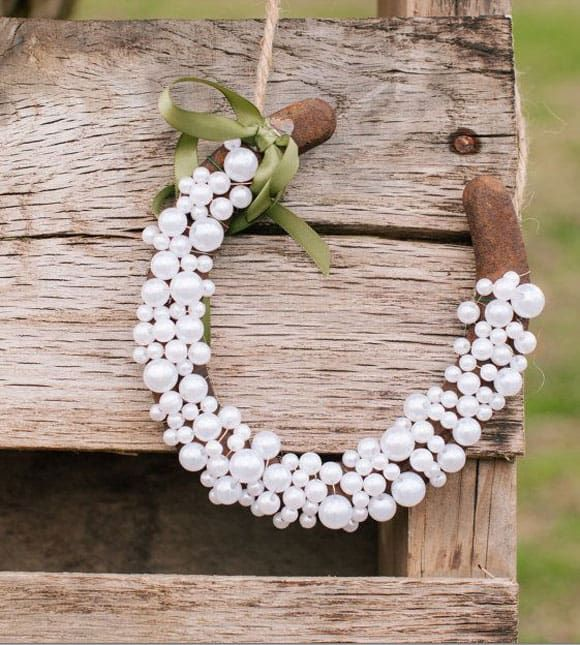 Horseshoes with pearls