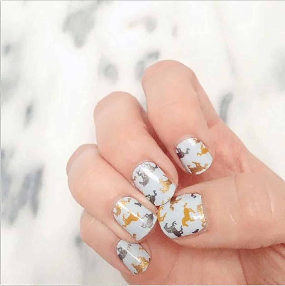 Gold-and-silver-horse-manicure