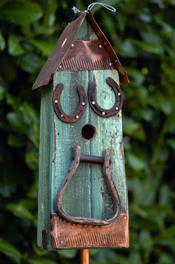 Bird house stirrup feeder