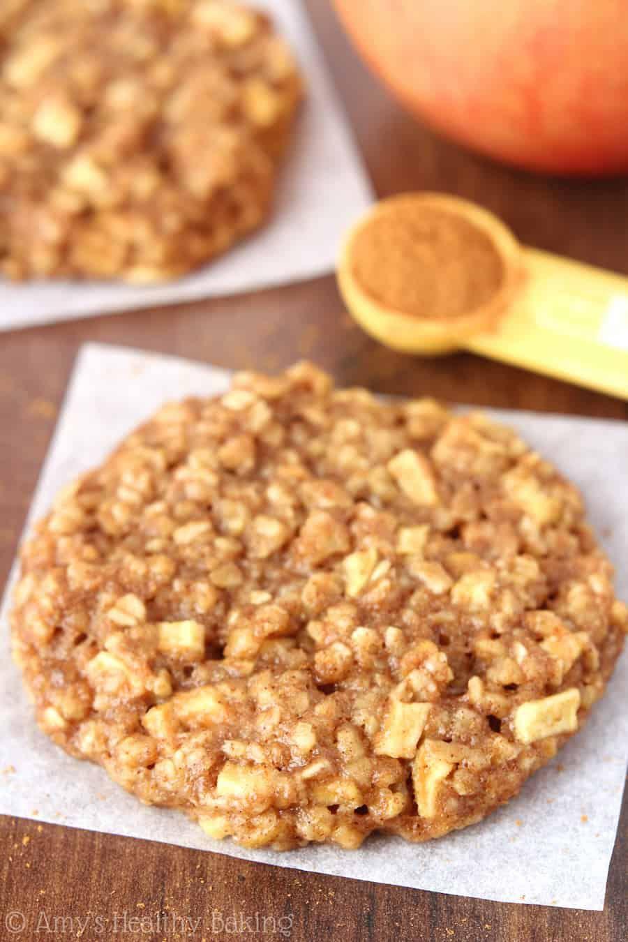 apple-pie-oatmeal-cookies