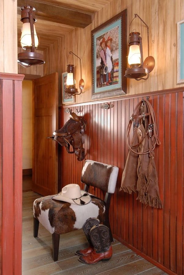 Kid's-saddle-on-the-wall