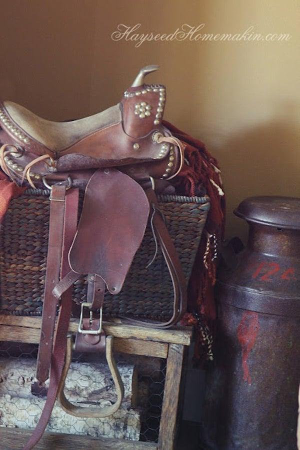 Vintage-saddle-decor