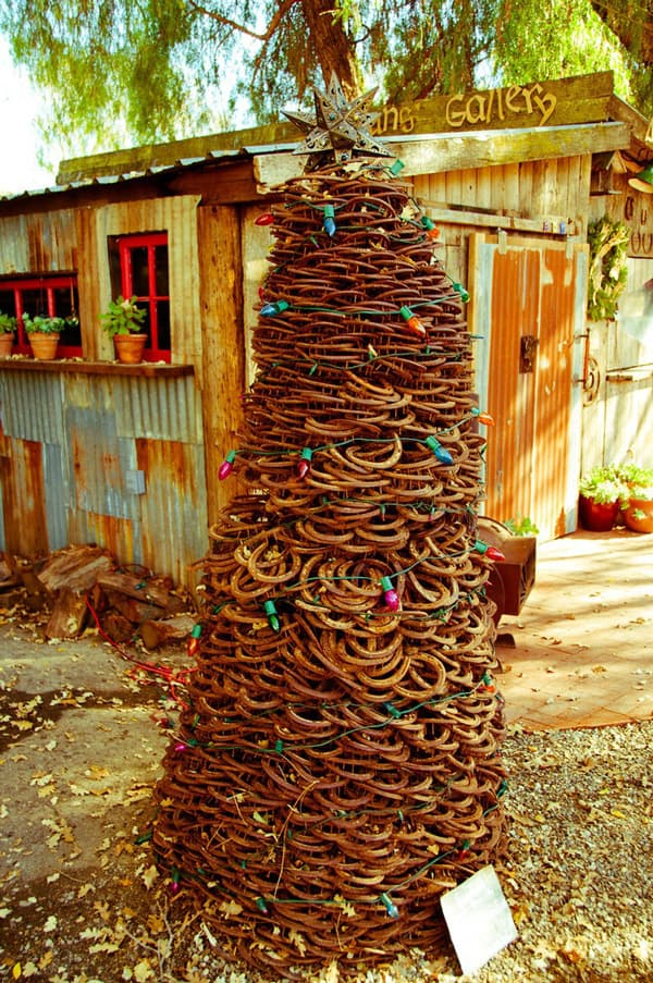 how to make horseshoe christmas tree