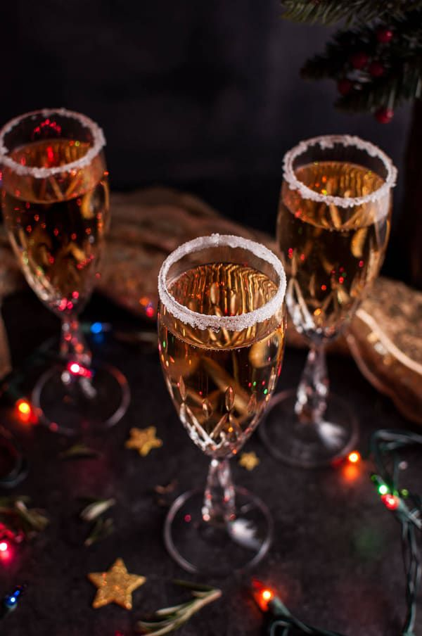 christmaspearchampagnecocktail