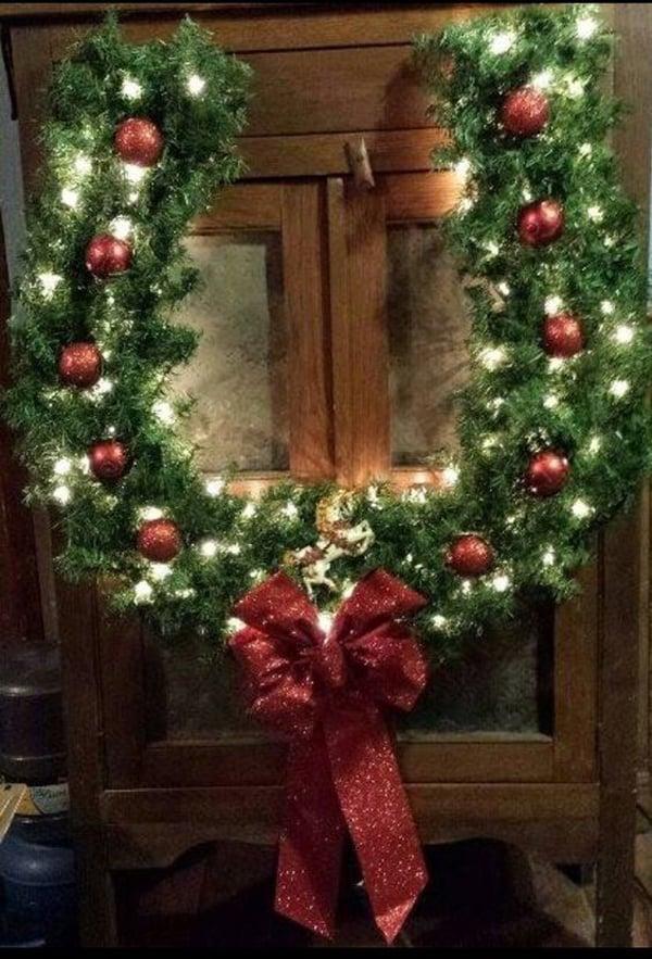 horseshoe-wreath