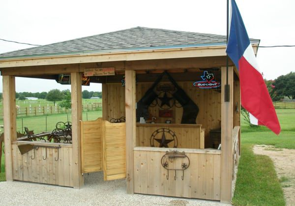 backyard-patio-and-bar