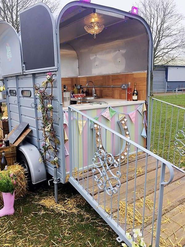 cute-horse-trailer-bar