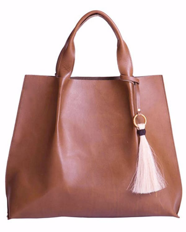 maggie-tote-in-chestnut-saddle-leather-with-horsehair-tassel