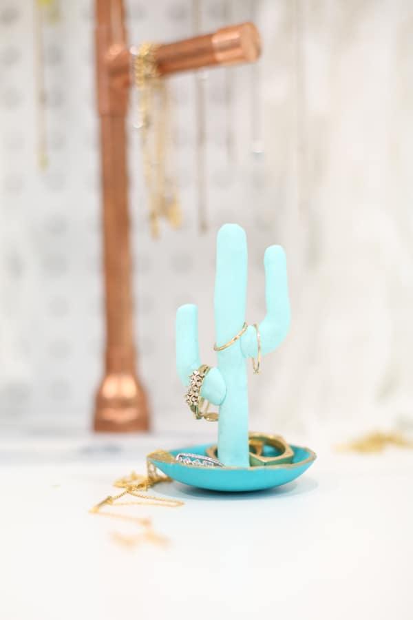 clay-cactus-jewelry-holder