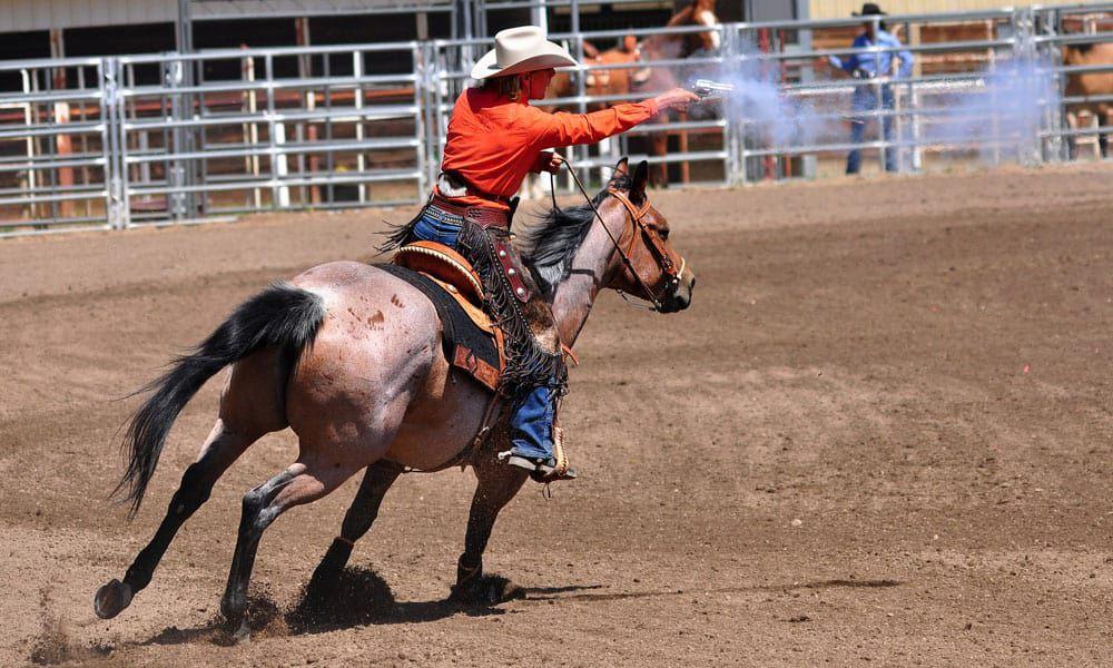Cowgirl - Guns