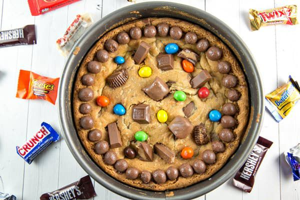halloween-leftover-candy-cookie-cake