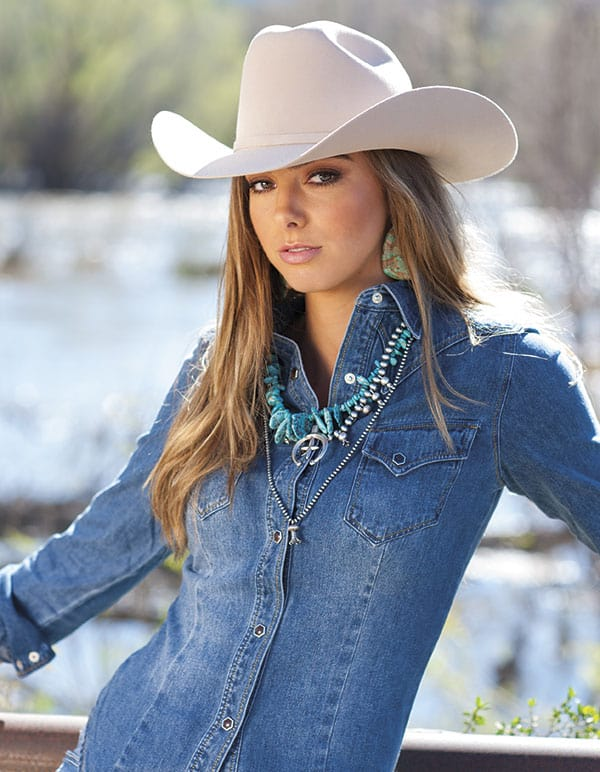 RIDING OUT - Cowgirl Magazine May/June 2017 Photo by Ken Amorosano
