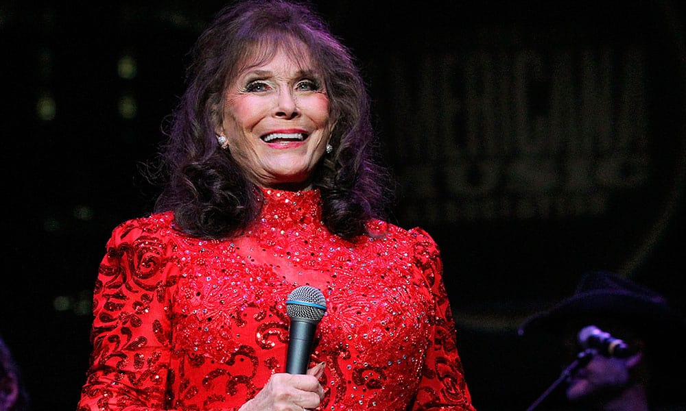 Loretta Lynn Fractured Hip Recovery Cowgirl Magazine