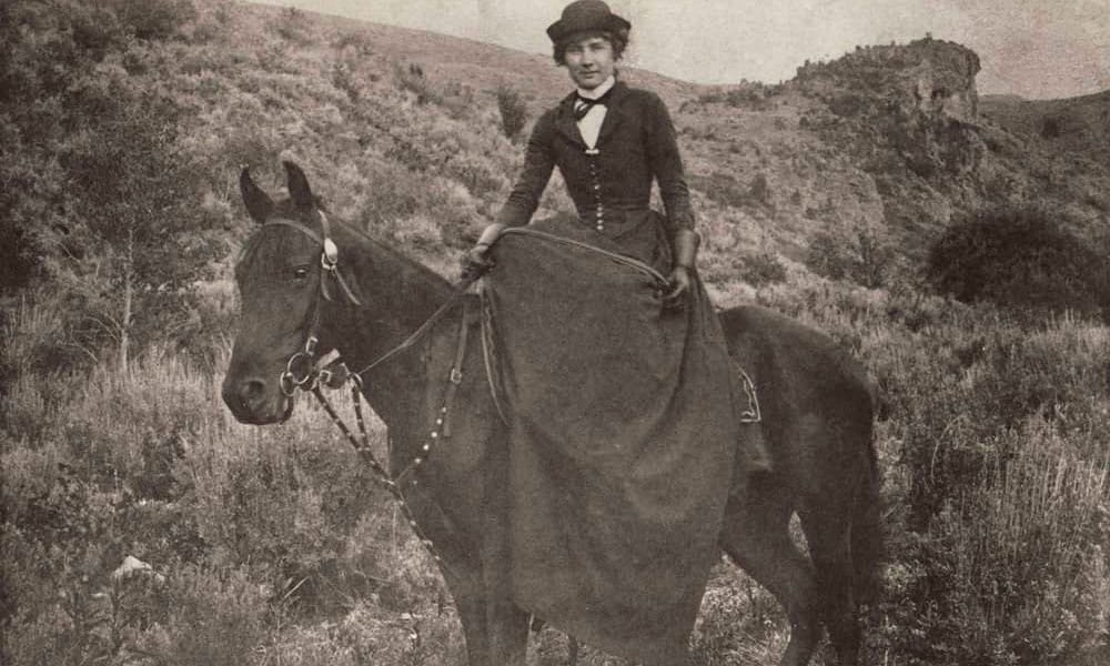 Wild women of the west zoe tilghman cowgirl magazine for The pioneer woman magazine subscription