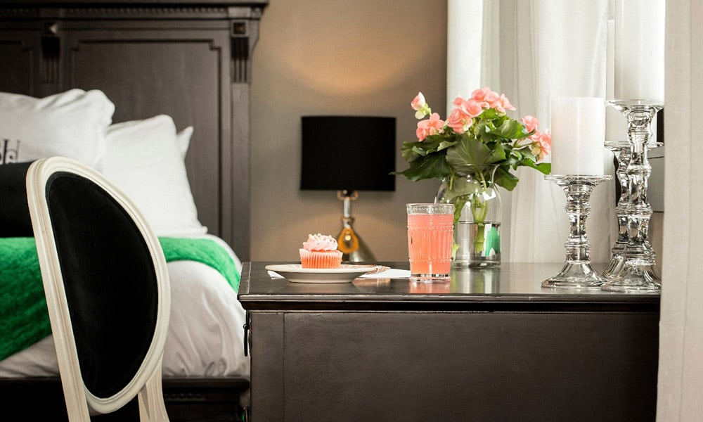 a look inside ree drummond s wildly popular new hotel the pioneer woman boarding house. Black Bedroom Furniture Sets. Home Design Ideas