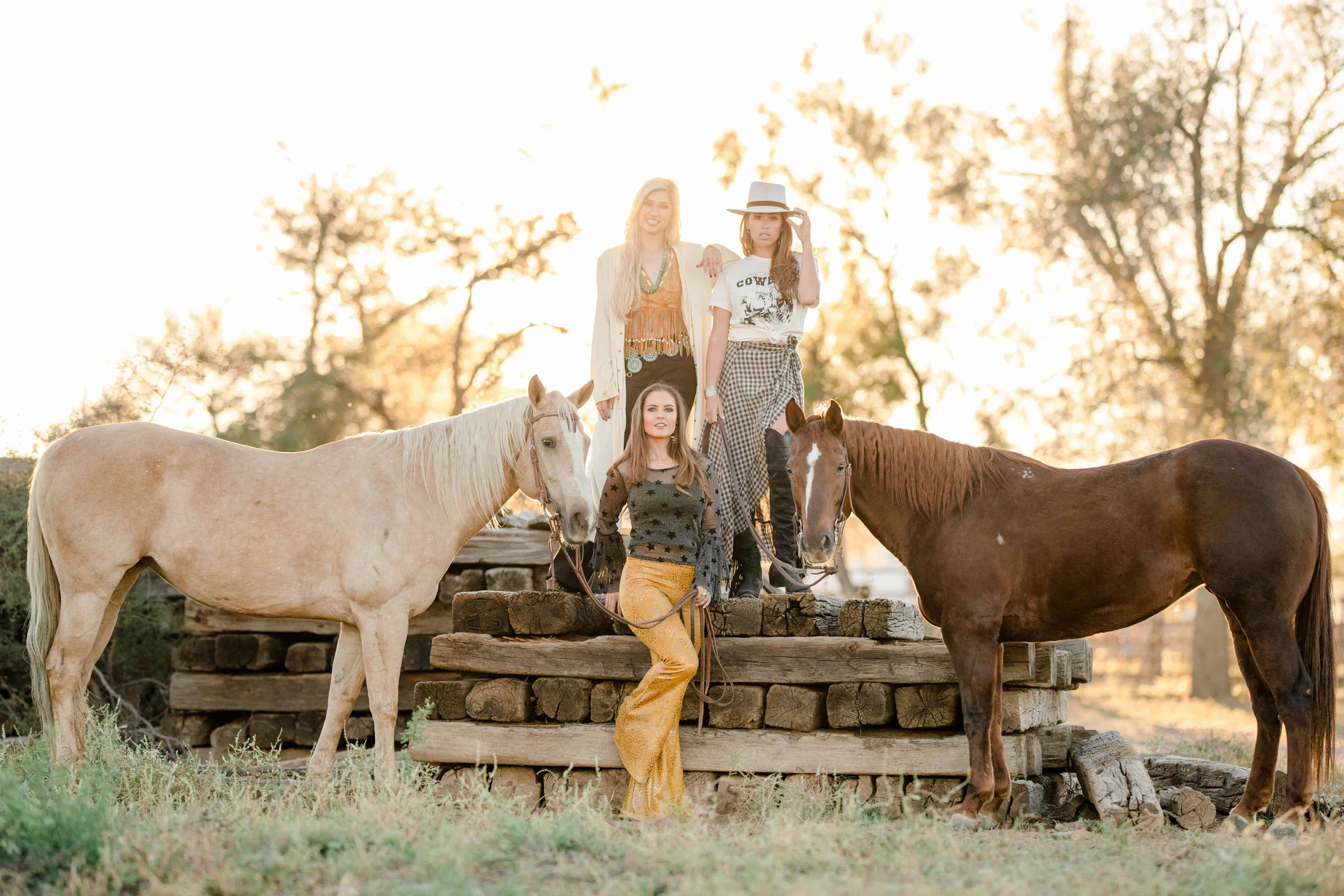 photo by kirstie marie of women and horses