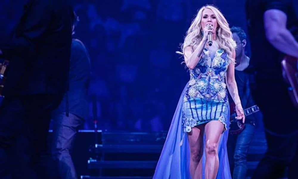 carrie underwood performs country music at the CMT awards