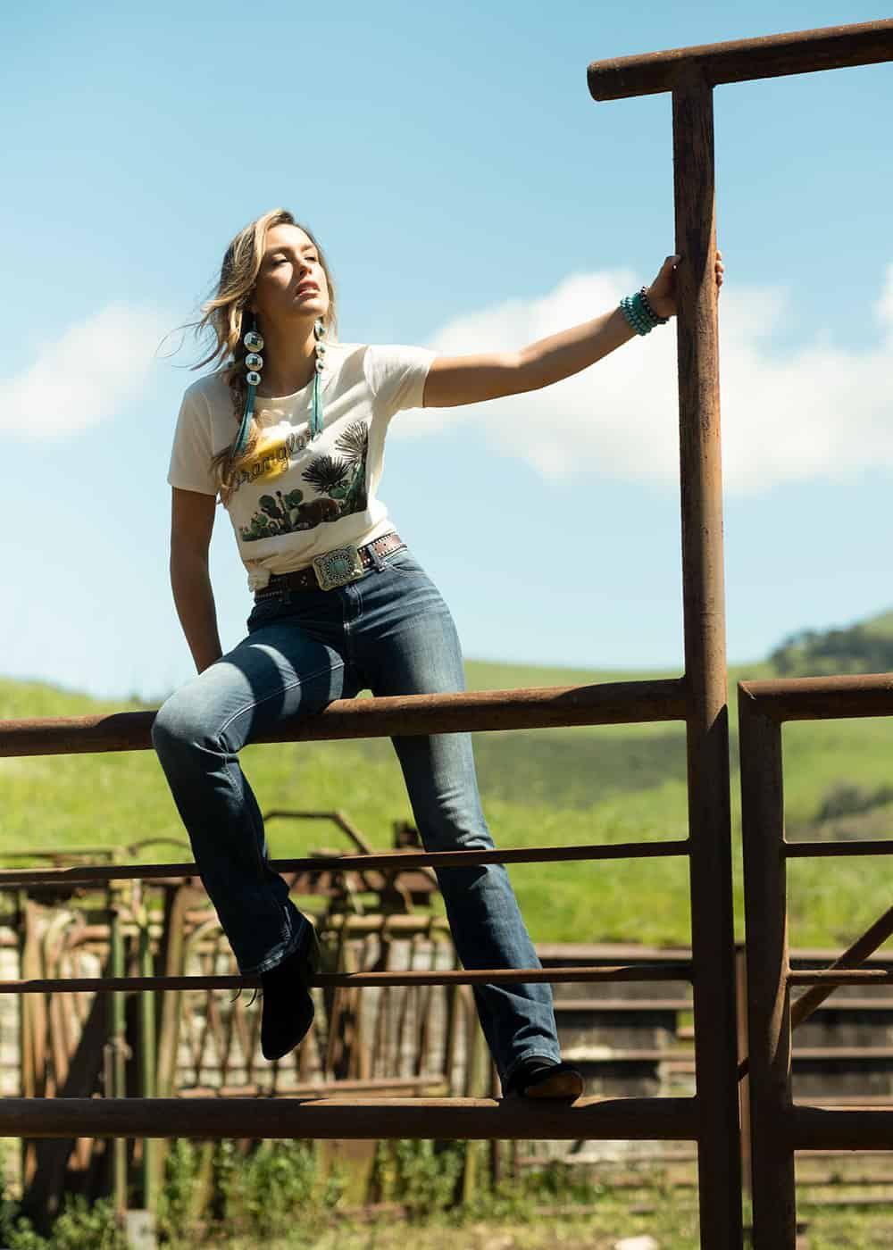 wrangler womens retro short sleeve slim fit cactus rope logo graphic tshirt fall line cowgirl magazine