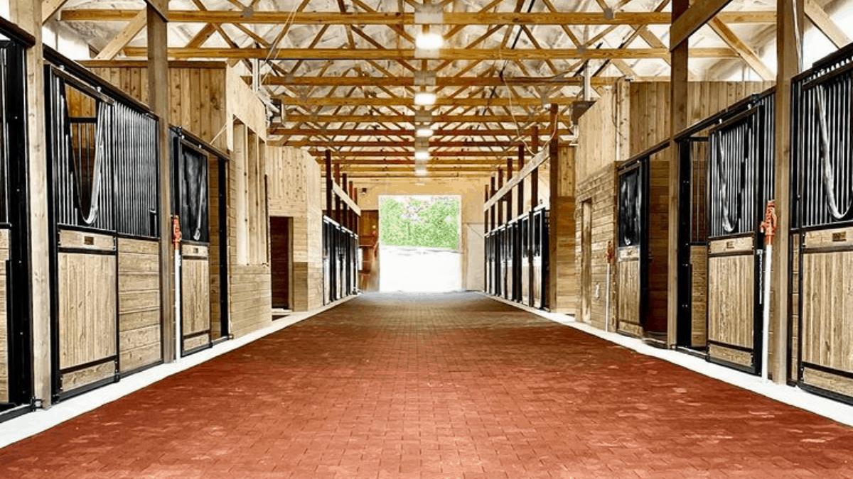 cowgirl-magazine-horse-hotel